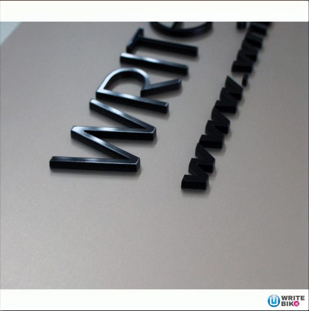 アルミ板+アクリル切り文字表札看板の拡大写真